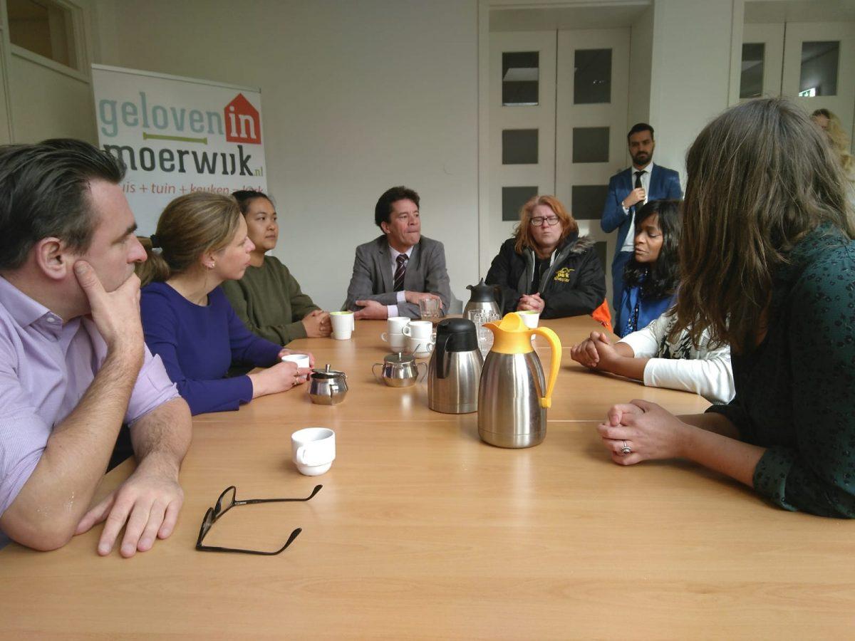Minister Carola Schouten in Moerwijk bij Geloven in Moerwijk in gesprek met bewoners over oa de Moerwijk Coöperatie Regiodeal Den Haag Zuidwest